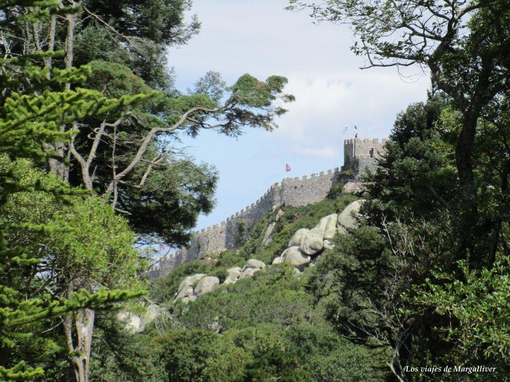 Castillo de los Mouros visto desde el Palacio da Pena, Sintra - Los viajes de Margalliver